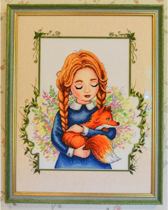 Девочка с лисичкой. Вышила Анастасия Сергеева. Авторские схемы для вышивки крестом - Александры Кулаковой